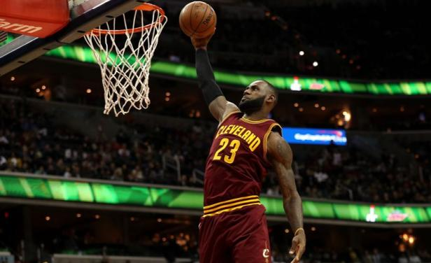 LeBron James figura en equipo ideal de NBA